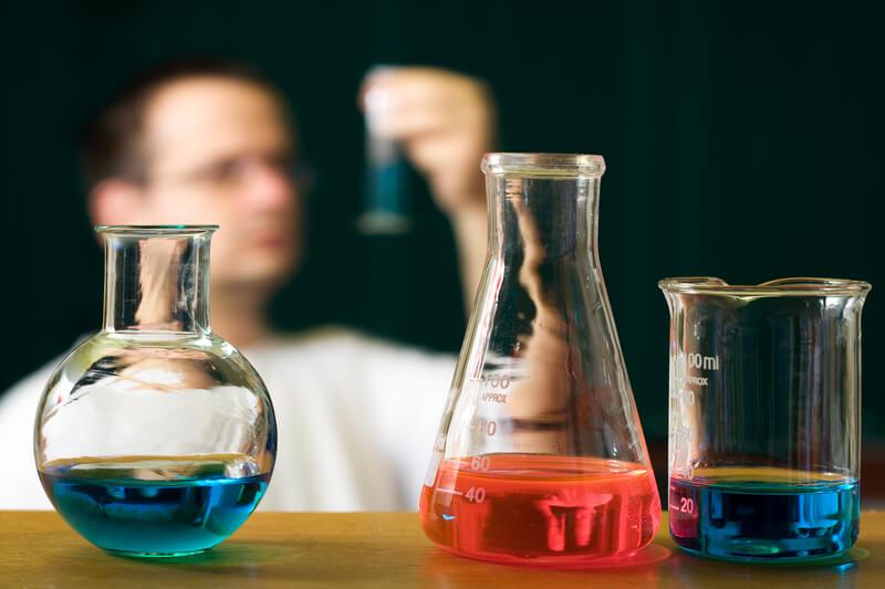 為什麼學術科學類英文論文很少使用直接引述?