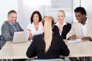 編輯委員會在期刊中扮演著什麼角色?